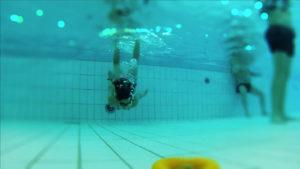 InZwischenZeit:Filme dreht unter Wasser im Schwimmbad für einen Imagefilm für den Verein Gemeinsam mit Behinderten e.V.