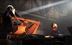 Zwei Männer in einer Gießerei, Still aus einem Clip von InZwischenZeit:FIlme