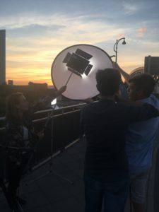 Ein Filmteam auf einer Brücke, Ein Dreh von InZwischenZeit:Filme
