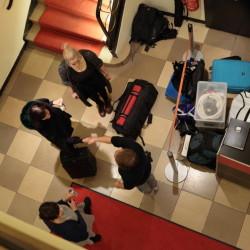 Das Team von InZwischenZeit:Filme baut für einen Dreh auf